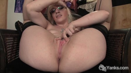 Yanks Ruby Vibrating her Pink Pussy
