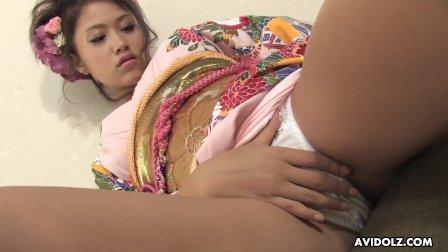 Japanese babe  Iori Miduki is masturbating  uncensored